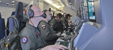 U.S._Navy_helps_search_for_Malaysia_Airlines_flight_MH370-1560x690_c