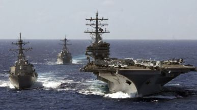US-Navy-destroyers-cruising-in-the-Pacific-Ocean